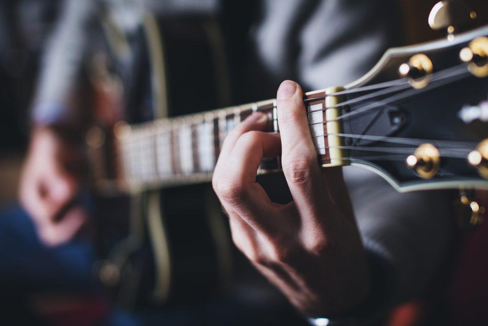 الوقت يستغرق لتعلم الجيتار
