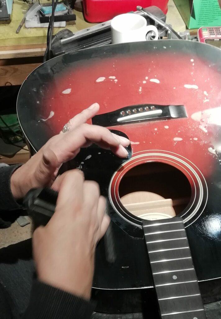 العناية بالجيتار